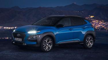 Hyundai Kona hybrid - front night
