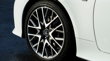 Lexus RC - wheel