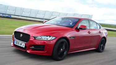 Jaguar XE - action