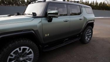 Hummer EV GMC - side