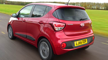 Hyundai i10 facelift 2017 - rear tracking