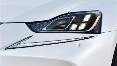 Lexus IS 2017 - headlight