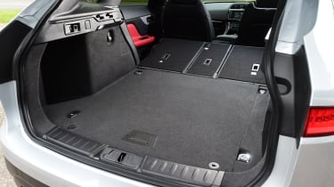 Jaguar F-Pace 2.0d R-Sport - boot seats down
