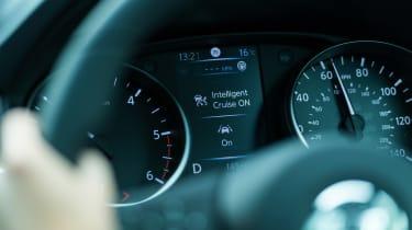 Nissan Qashqai ProPILOT - dials detail