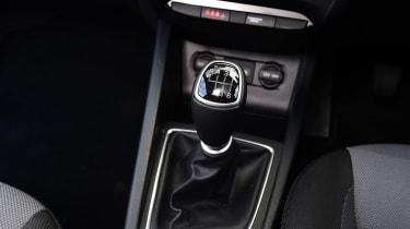 Hyundai i20 Coupe - gear stick