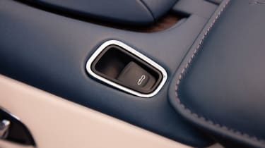 Aston Martin DB11 Volante - roof button
