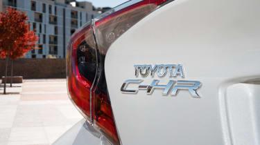 Toyota C-HR - badge