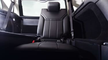 Land Rover Discovery - rear seat