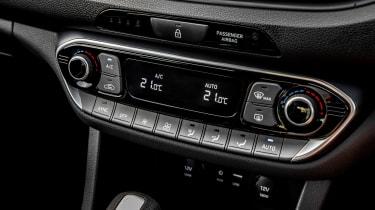 Hyundai i30 N-Line - buttons