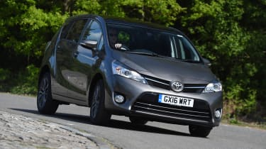 Toyota Verso 2016 - front cornering
