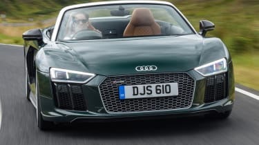 Audi R8 Spyder V10 plus - straight on action