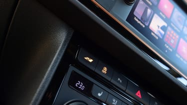 SEAT Leon Cupra R - centre console