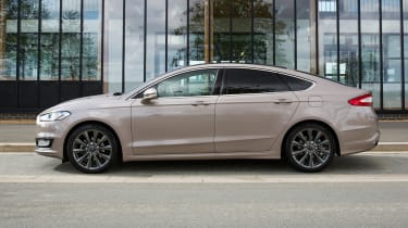 Ford Mondeo Vignale - side