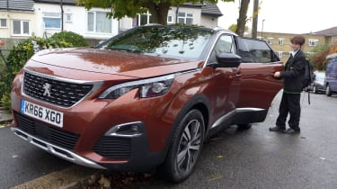 3008 minutes in a Peugeot 3008 - George door