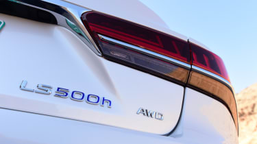 Lexus LS 500h 2018 review - LS 500h badge