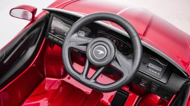 McLaren GT ride-on toy - steering