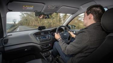 Hyundai i20 Active 2016 - Lawrence driving