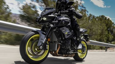 Yamaha MT-10 review - fast tracking