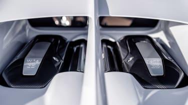 Bugatti Chiron Super Sport - engine