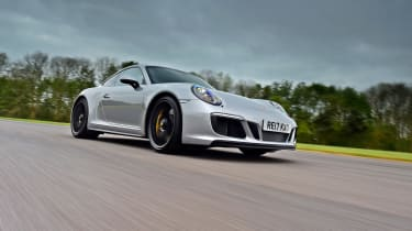 Porsche 911 GTS - front tracking