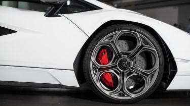 Lamborghini Countach LPI 800-4 studio wheel