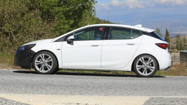 2019 Vauxhall Astra spied - profile