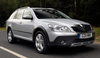 Skoda Octavia Scout front tracking