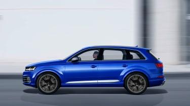 Audi SQ7 blue - side tracking