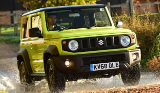 Suzuki Jimny - front tracking through water