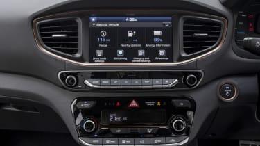 Hyundai IONIQ EV 2016 UK - infotainment