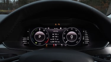 Skoda Superb iV - dials