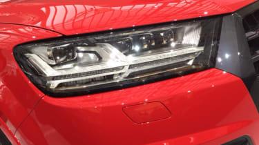 Audi SQ7 red - headlight