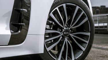 Kia Stinger 2.0 GT-Line - wheel