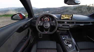 Audi RS 4 - interior