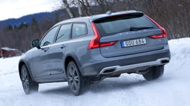 Volvo V90 Cross Country - rear action