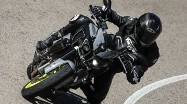 Yamaha MT-10 review - turn in front