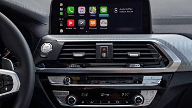 BMW X3 M40i - infotainment
