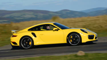 Porsche 911 Turbo - side tracking