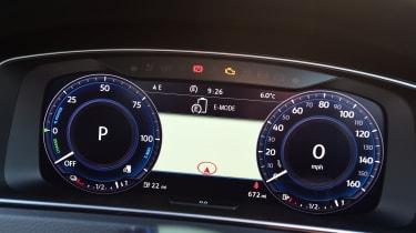 Volkswagen Golf GTE 2017 - instruments