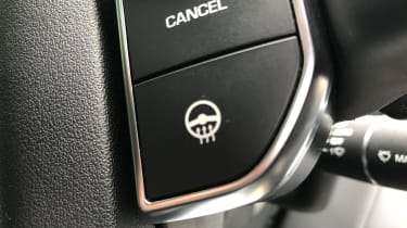 Land Rover Discovery - heated steering wheel