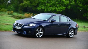 Lexus IS 300h LT front action