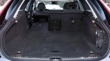 Volvo V90 Cross Country - boot seat down