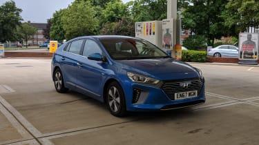 Hyundai Ioniq Plug-in - petrol station