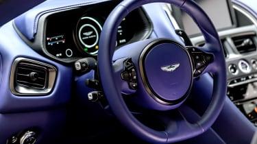 Aston Martin DB11 V8 - dash