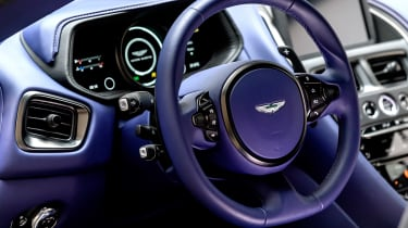 Aston Martin DB11 V8 - dash