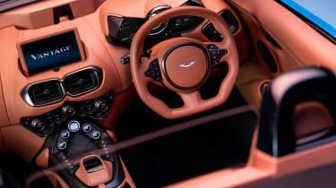 Aston Martin Vantage Roadster - cabin