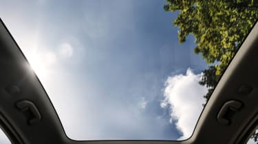 NIO EC6 - panoramic roof