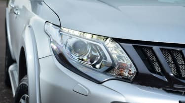 Mitsubishi L200 - front light