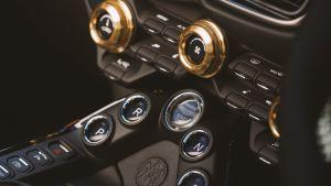 Aston Martin A3 Vantage Roadster - centre console