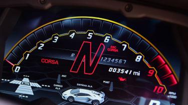 Lamborghini Aventador SVJ - dials